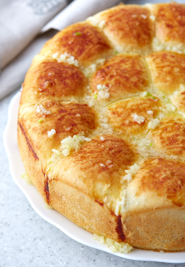These pull apart garlic rolls are soft, flavorful and are very easy to prepare. They are a great addition to lunch or dinner. Delicious and addictive!
