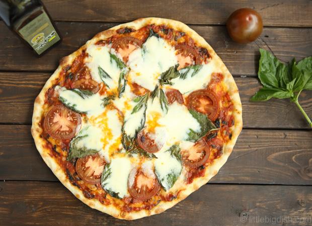 Margherita-Pizza-Kumato-Top