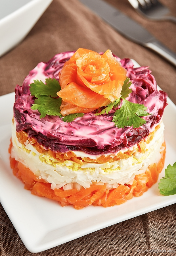 Salmon Salad Cake Recipe - this salad cake will definitely wow your family and friends. It's as healthy as it is beautiful. Smoked salmon and healthy veggies - there never has been a healthier cake.