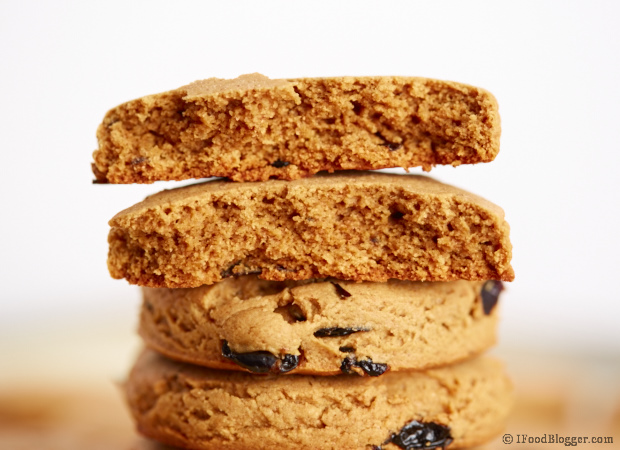 Easy Oatmeal Raisin Cookies - A healthy(er) recipe with less sugar and butter