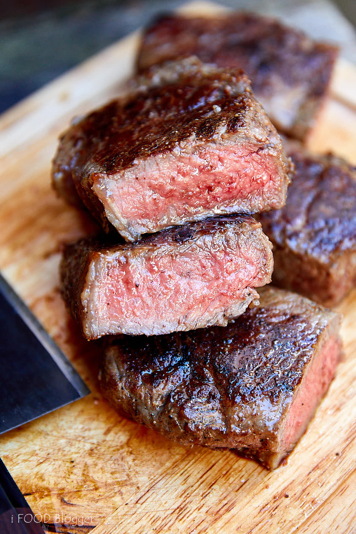 The best tasting, easy to make, tender and very juicy steak. The secret to making the best steak is give it a rest after searing to relax the meat. That's what makes the steak so tender. | ifoodblogger.com