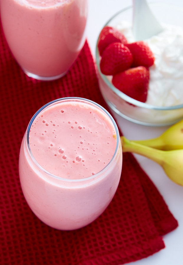 This strawberry banana yogurt smoothie recipe is perfect for breakfast ...