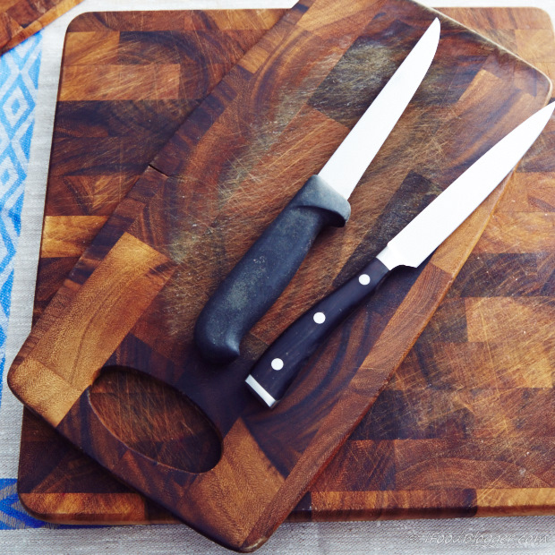 How to sharpen a kitchen knife - proper cutting board is important