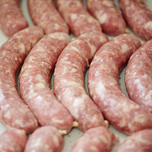 How to make bratwurst at home. Step by step instructions, equipment and bratwurst recipes.