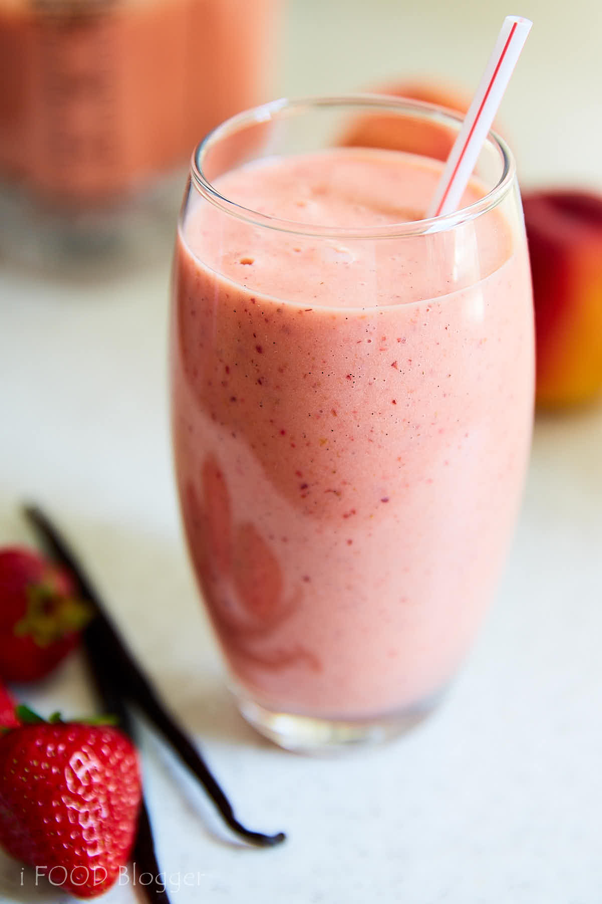 Delicious and healthy peach smoothie with strawberries, vanilla and maple syrup. Perfect for starting a day on a healthy note. | ifoodblogger.com