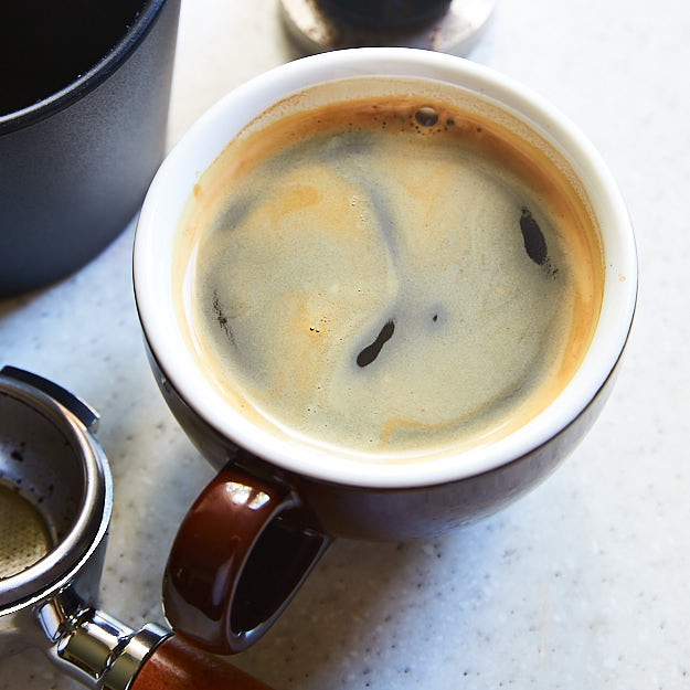 A quick but detailed guide on how to make an Americano at home that is perfect for your taste. A scientific but fun approach that makes things super easy.