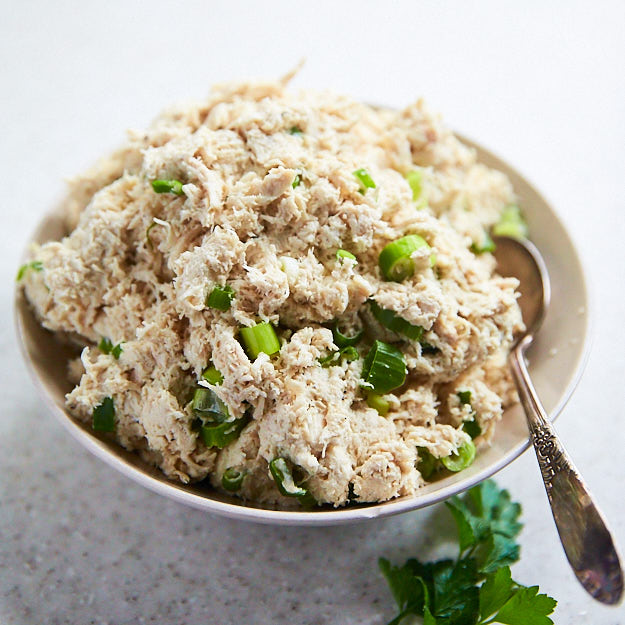 How to make shredded chicken in 15 minutes. This shredded chicken that perfect for sliders and many other dishes.