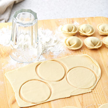 Pelmeni, or meat dumplings, is a traditional Russian dish that is know all over the world. Here is how you can make the best traditional pelmeni at home.