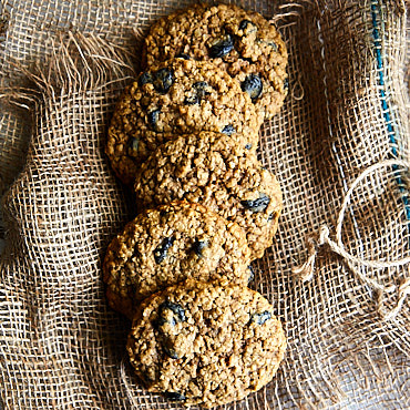 Thick, Soft & Chewy Oatmeal Raisin Cookies