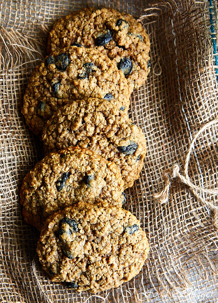 Old Fashioned Soft And Chewy Oatmeal Cookies