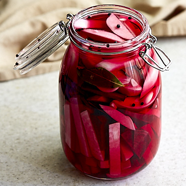 Delicious and super easy to prepare pickled turnips.