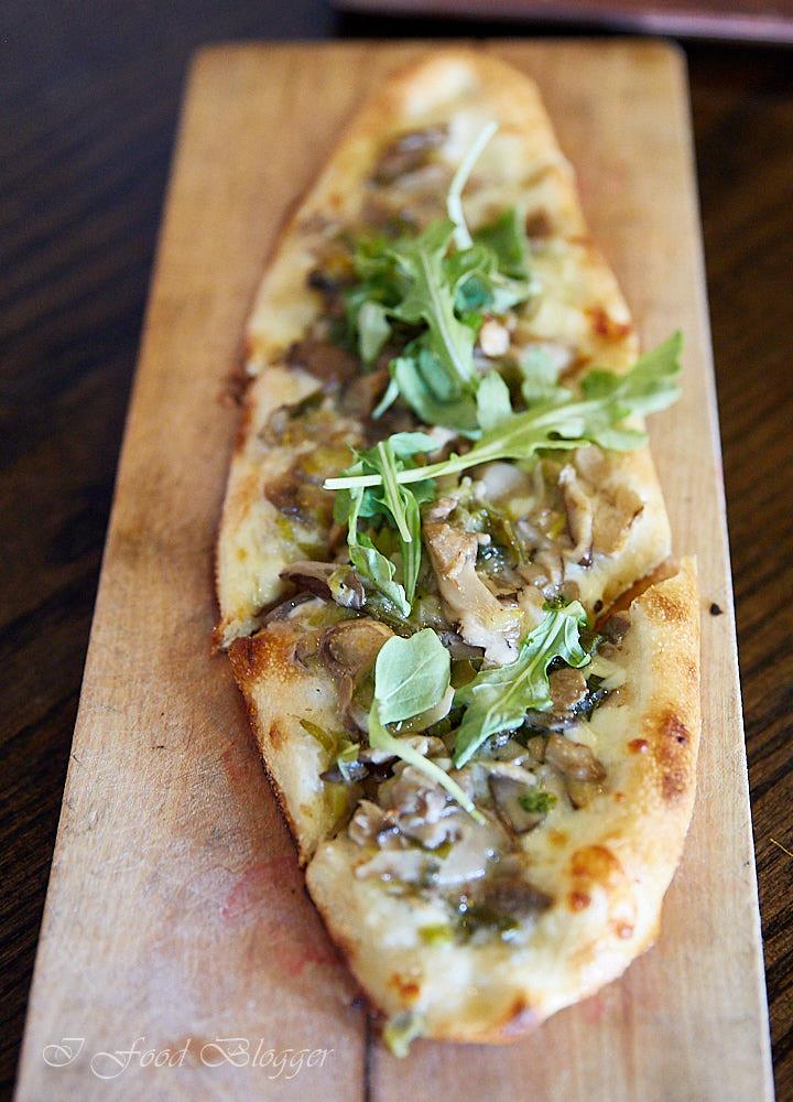 Ambar restaurant in Washington DC - mushroom pizza