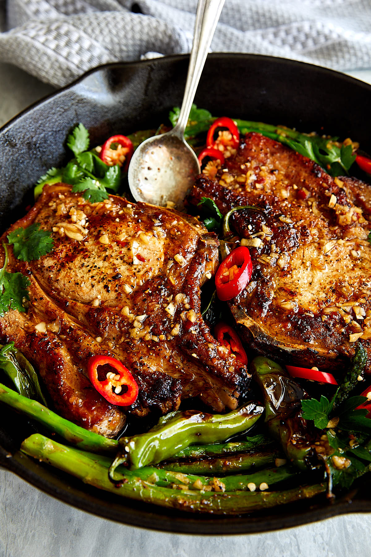 Pan-Fried Pork Chops with Maple Lime Vinaigrette | ifoodblogger.com #pork #porkchops #porkchop #porkchoprecipes #quickdinnerrecipes #easyrecipes