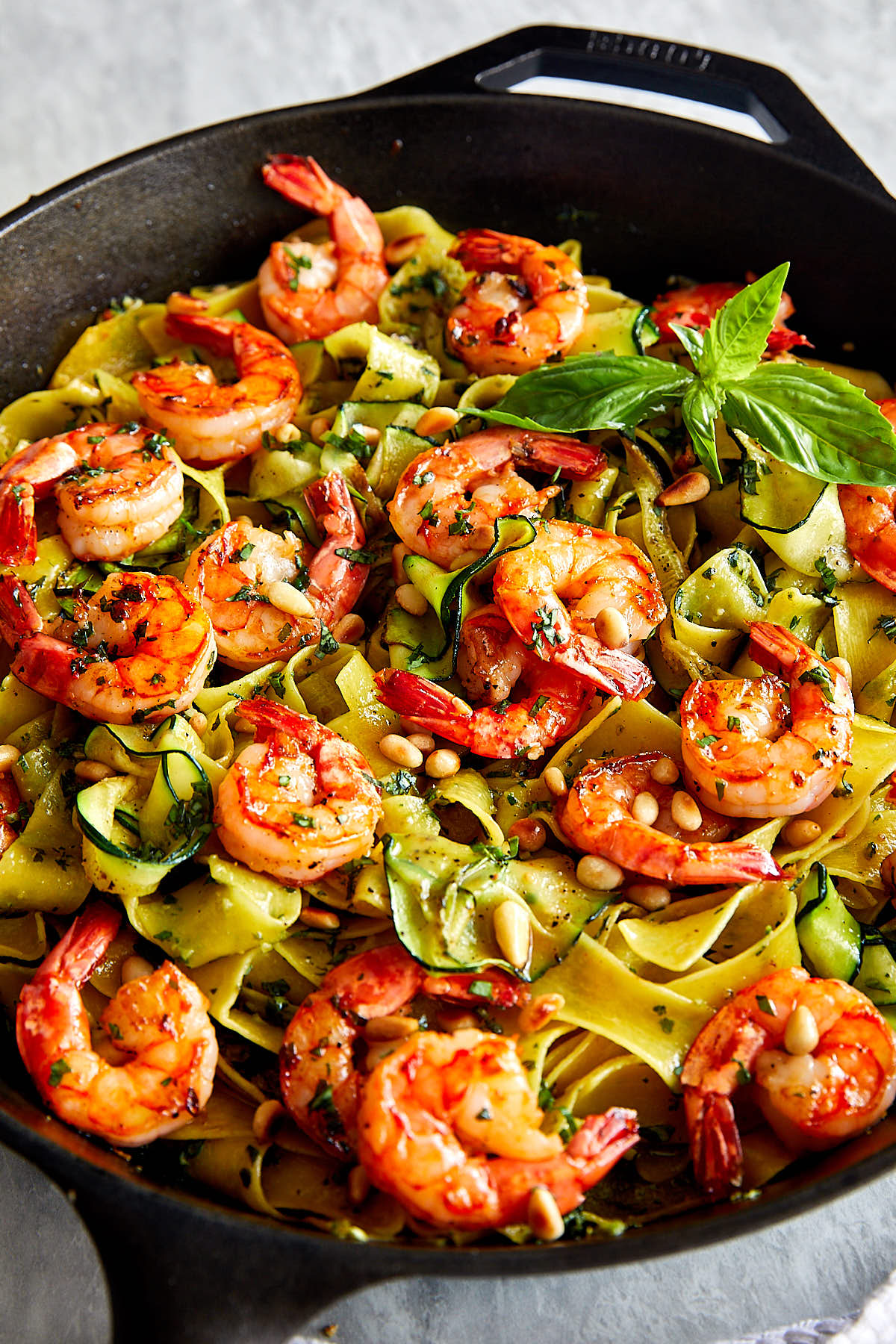 Homemade pesto shrimp pasta made quickly and easily, a great recipe for a busy weekday dinner. | ifoodblogger.com #dinner #dinnerrecipes #easyrecipes #pastarecipes #shrimp #shrimprecipes