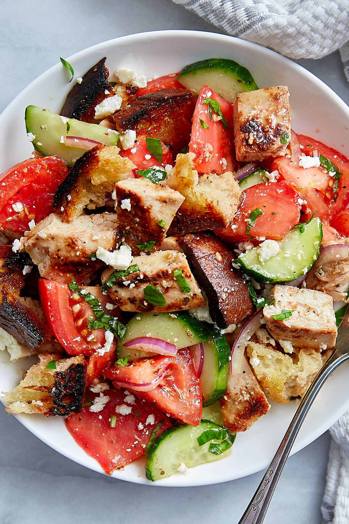 This chicken salad is made with warm pan-seared chicken breast, pieces of freshly toasted sourdough bread, vegetables and an addictive salad dressing. If you are looking for a healthy yet satisfying grilled chicken salad or pan-fried chicken salad, give this recipe a try. You will love it. | ifoodblogger.com